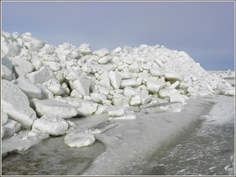 Tuvojoties ledus grēdai...