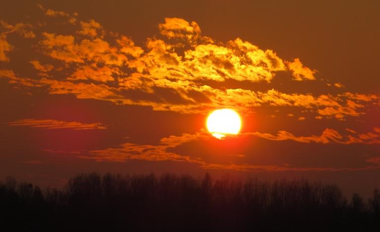 Šovakar atkal jauks saulriets.