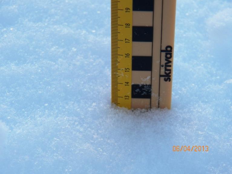 Diennakts (mazliet ilgāk) devums. Kopējais sniega biezums uz asfaltēta laukuma - 52 cm. (Žīguri)