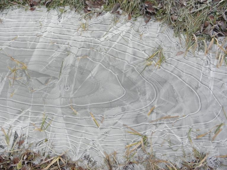 Ledus sasala, grāvis aiztecēja...