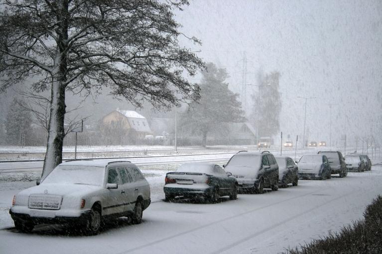 Autors: Laurijs. 2012. gada 13. janvāris, Rīga, Imanta. Priekšpusdienā Rīgu sasniedza stipra snigšana, kuru visticamāk izraisīja intensīvi līča efekta nokrišņi.
