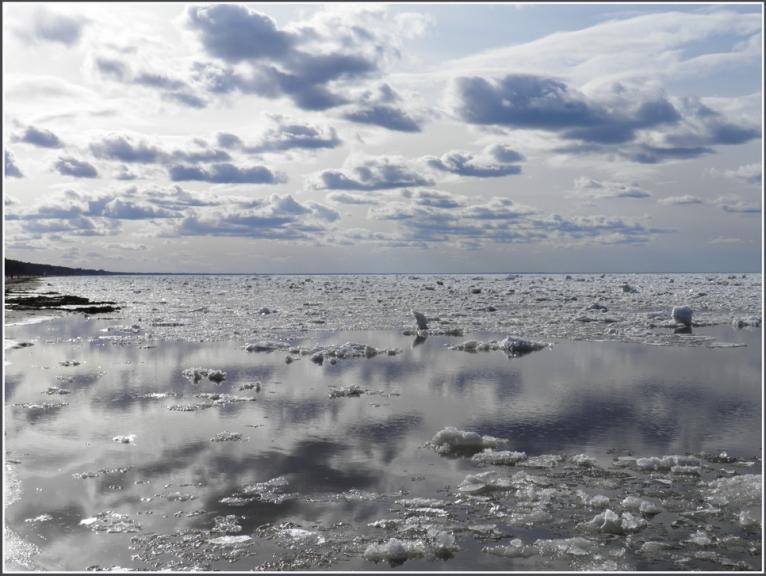 Autors: gubumākonis. Jūrmala 1.04.2012. Pilnu šī autora konkrētās dienas galeriju var skatīt šeit.