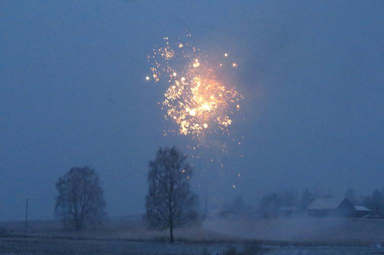URĀ! Šaujam raķetes par godu ziemas atnākšanai.