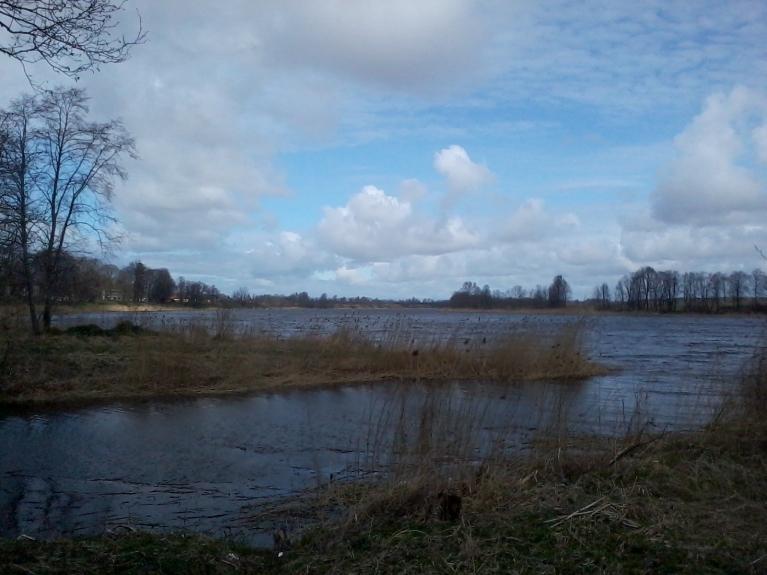 Venta stiprā vējā 10 km no Ventspils.