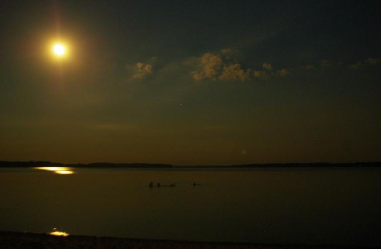 Autors: Mulkari. Pilnmēness virs Lūkstas ezera.