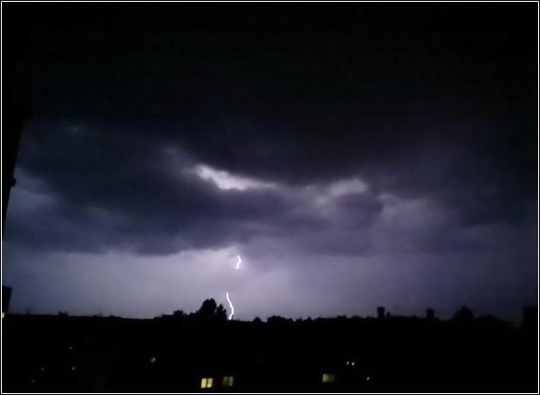 Autors: gubumākonis. Negaiss Fredis Rīgā, naktī uz 1.jūniju. Pilnu šī autora konkrētā notikuma galeriju var skatīt šeit.