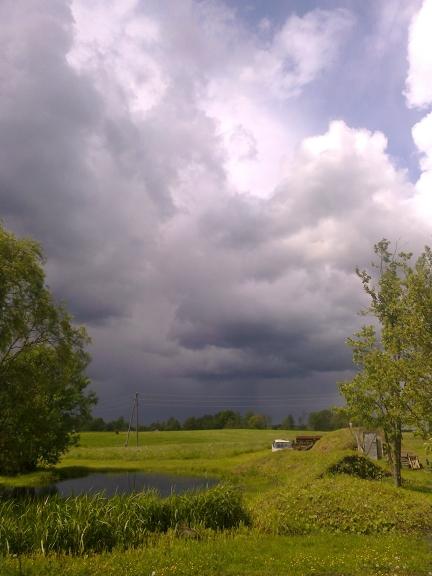 Tuvojas kārtējā lietus šalts, pie manis 03.06.2012.