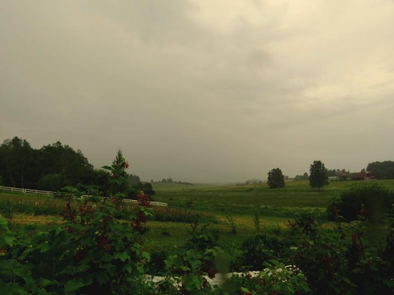 20.20 sākas lietus.