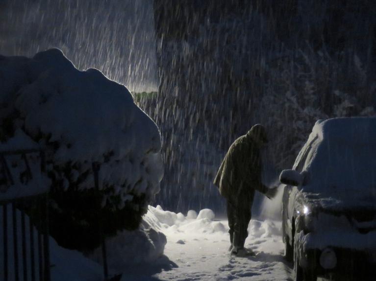 Šādi 2. decembrī sniegs gāzās pusastoņos no rīta. Allažiem sniega māte baltumu nav žēlojusi, veseli 28 cm.