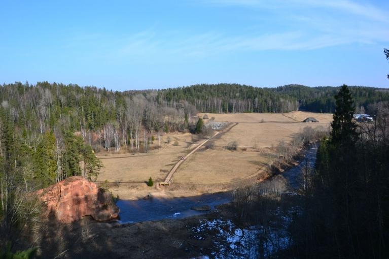 Pavasarīga ainava no Zvārtes ieža augšpuses...