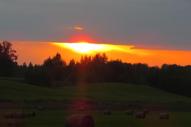 10. septembris - rieta saule zem mākoņa.