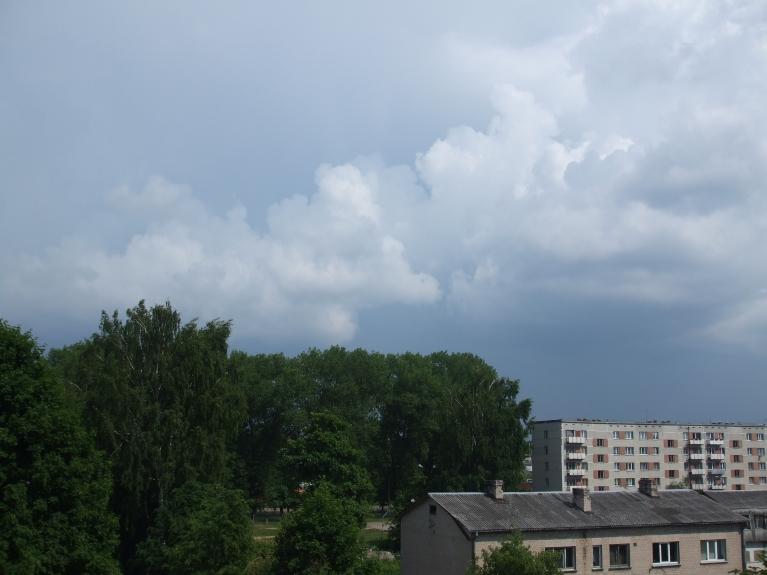 Autors: lightning. Negaisa mākoņi A-DA pusē. Visi aiziet garām, no lietus ne piles. Fotogrāfēts 12.06. pl. 15.23