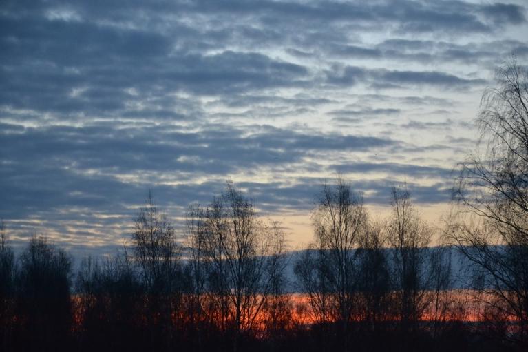 9. novembra rīts. Pirms saulrieta vēl ir mazliet mākoņu...
