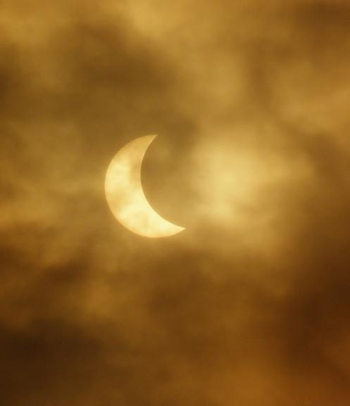 Foto: gubumākonis. Kad saule tēlo mēnesi :) Aptumsums Rīgā (20.03.)