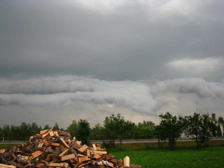 Autors: Karļitooo. Negaiss 2010.gada vasarā, Krustpils novads, Kūkas. Video šeit.