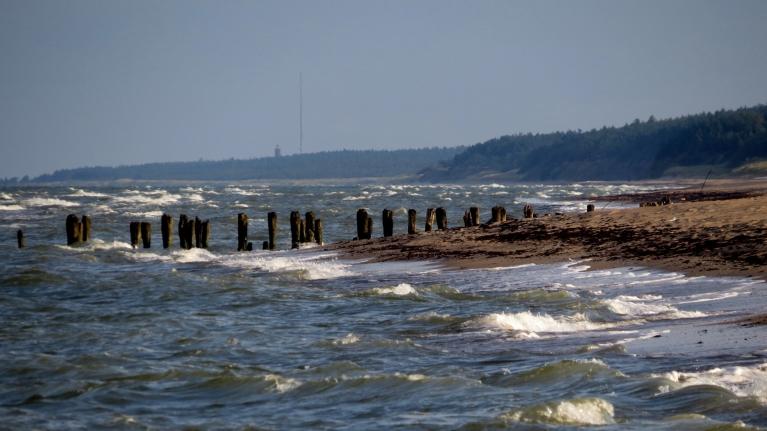 9. septembra rīts ataust saulains, bet jūra kļuvusi  nemierīga.