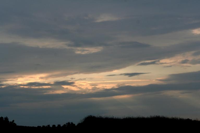 Autors: muntis. Vecpiebalga, 6.07.2012. Rīta mākoņi austrumpusē.