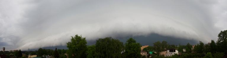 """Negaiss ar """"shelf cloud"""", Rīga, 20. maijs"""