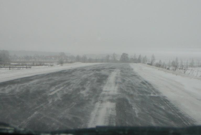Autors: Migla. Vēja putinātais sniegs uz asfalta veido savādus rakstus, atgādinot upes viļņus... 17.12.