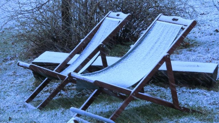 2. aprīļa rīts- krīt slapjš sniegs