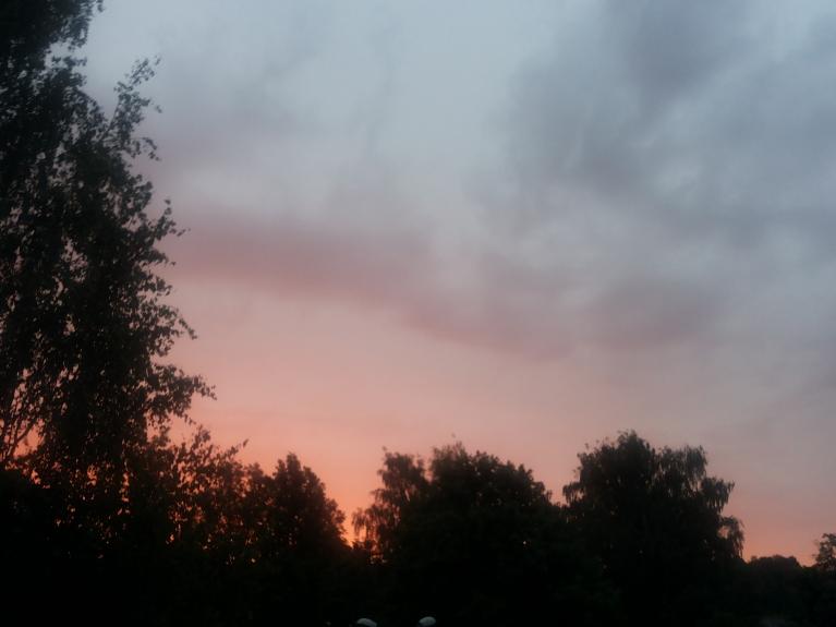 Ugunīgais saullēkts 29. jūnija rītā - bet vēl aukstums bija...