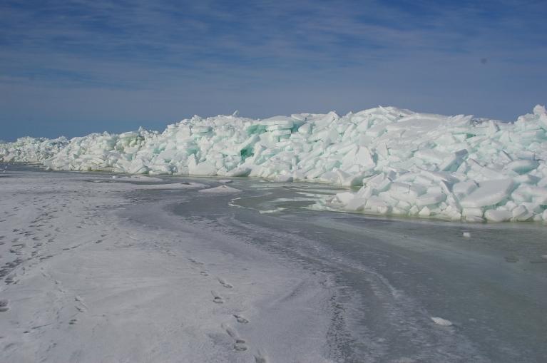 Ledus krāvumu valnis pie Rojas.