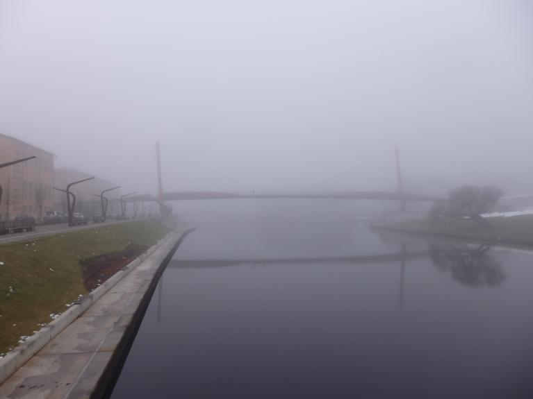 Driksas upe ar gājēju tiltu