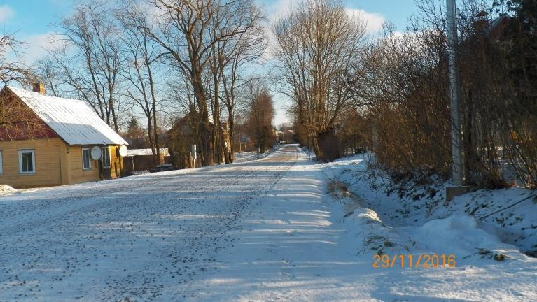 29. 11. rīta skats uz ziemu, t -8 tobrīd. Labajā pusē (aiz datuma) vēl iepriekšējā sniega čupas atliekas.