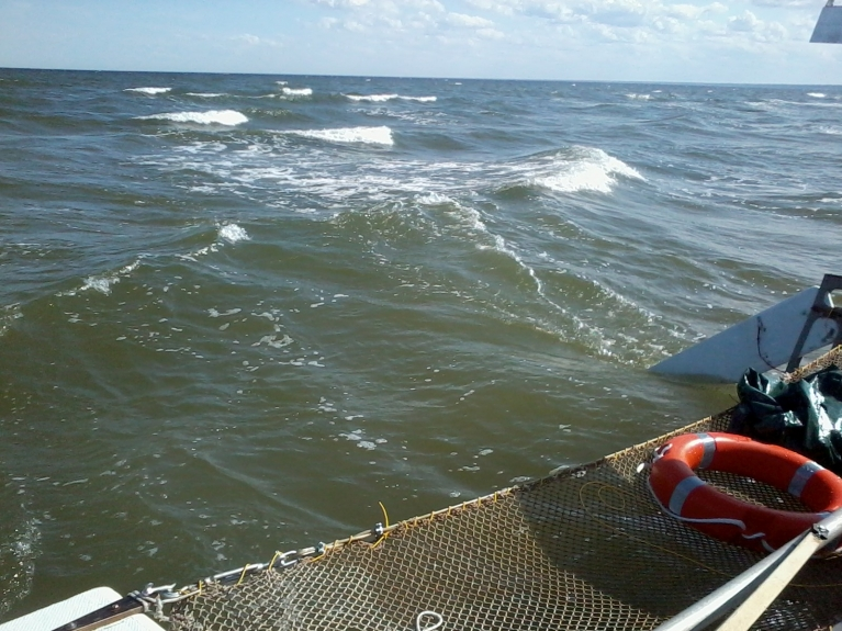 Kolkas raga sēkli pārbraucot, ūdens dziļums puskilometru no krasta tikai 60 cm.