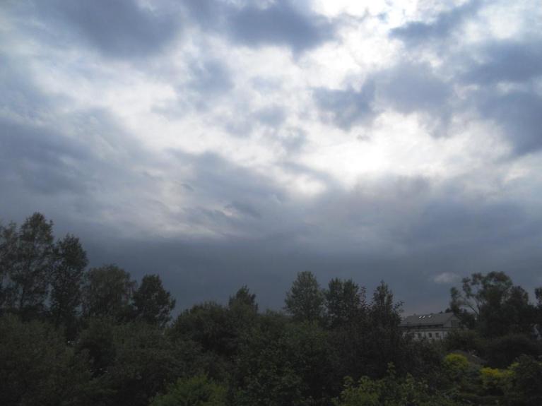 Piņķo vēl nebija beidzies lietus, debesis gan lēnām skaidrojās.Ventspilī tad jau spīdēja saule.Devāmies saulītes meklējumos:)