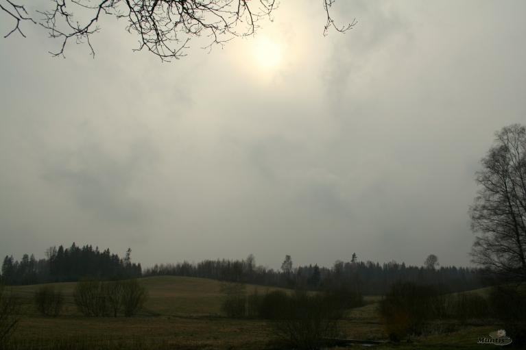 Dienā pa laikam lietus un tikai brīžiem saulīte uzspīdēja. +9.
