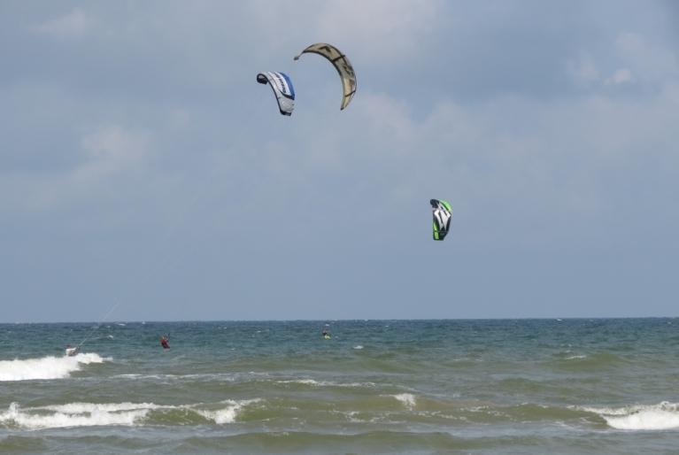 Jūlijā bija iespējams izbaudīt gan vēja un ūdens priekus...