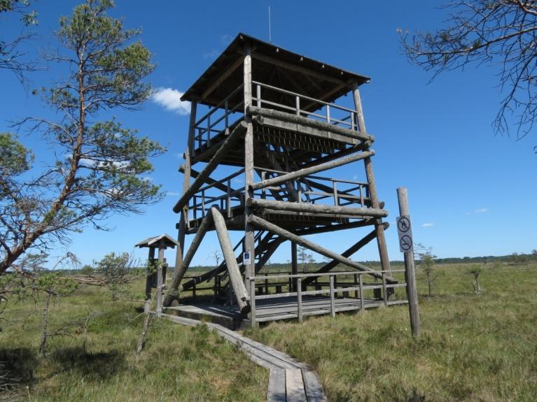 Apskatīt apkārtni var arī no šī, 6 metrus augstā torņa, kas pēc iepriekš pārvarētā tāds nieks vien ir, taču arī šeit paveras lielisks skats. Iespēja atpūsties un ieklausīties dabas skaņās