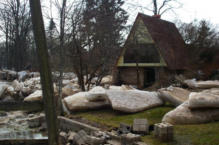 Autors: Mulkari. Ledus gabali pagalmos. (Ogre, 17.04.)