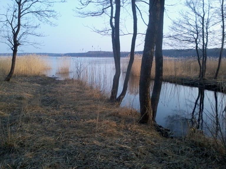 Engures ieteka Puzes ezerā.