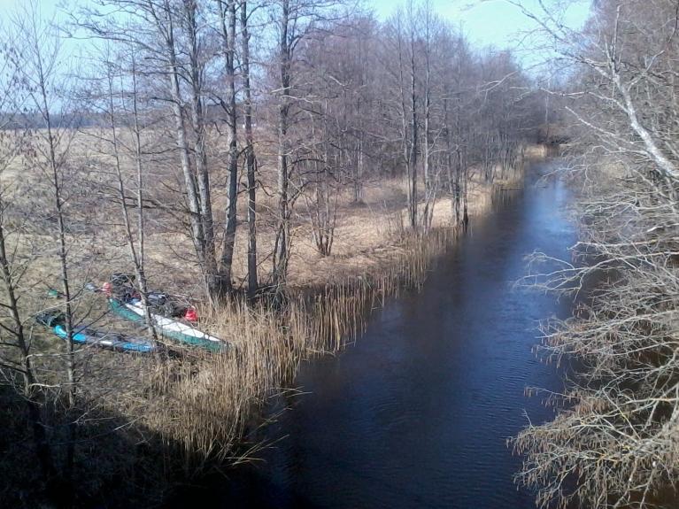 Starta vieta pie Zaļā ciema 2,5 km no Usmas ezera.