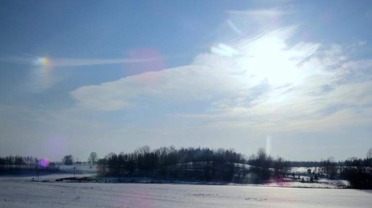 Ceļā no Siguldas uz  Allažiem  - jauks optisks baudījums, tiesa gan tikai vienā saules pusē.