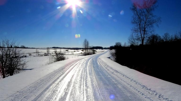 Februāra saule+sals=slideni ceļi.