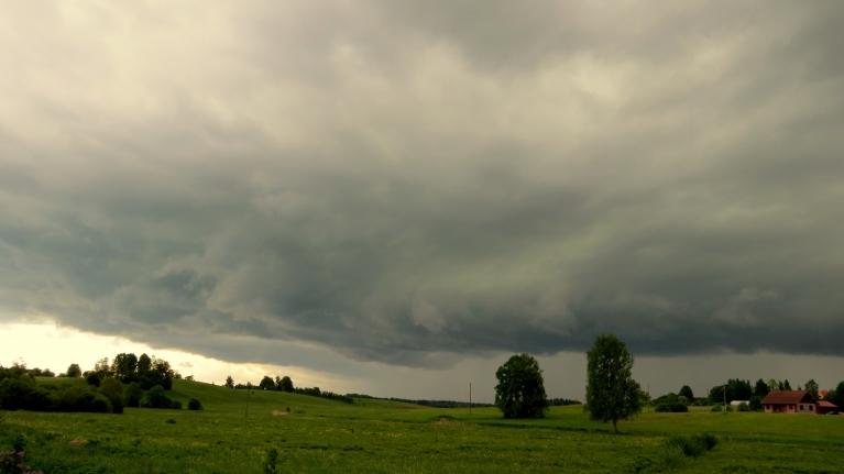 31. maija pēcpusdiena- Allažiem pāri nostaigā šī gada pirmais īstenais pērkona negaiss.