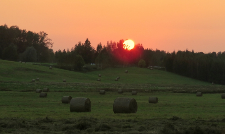 Skaists un silts desmitā septembra saulriets.