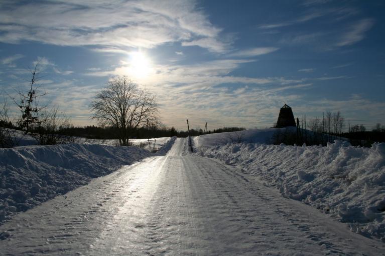 Uz ceļa viens vienīgs ledus.