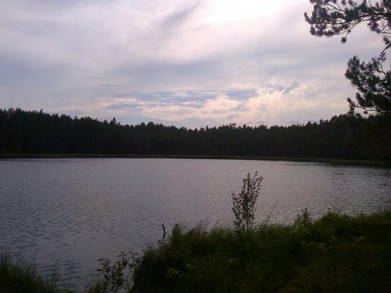 Aina debesīs pagaidām pēdējā augusta karstajā dienā 06.08.2012. Teļezers Rankas pag.