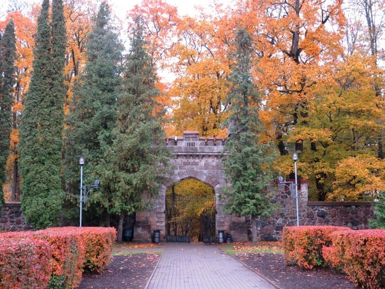 """8. oktobris - Sigulda """"turpina krāsoties""""."""