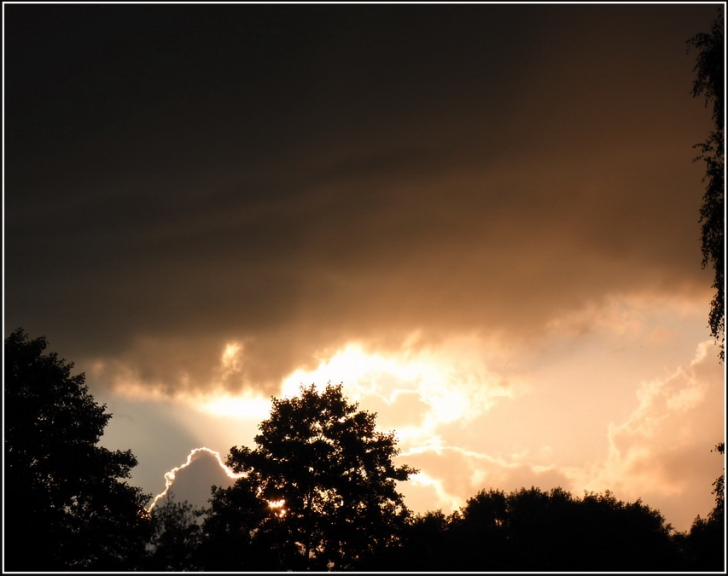 Saulrieta negaiss, 18.08.2011. Pilna galerija ir pieejama šeit.