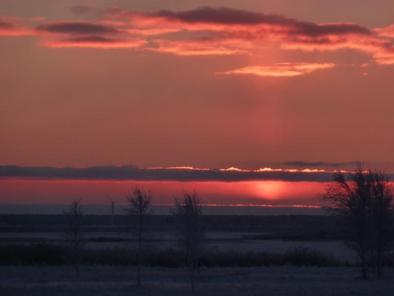 Saule vēl nedaudz zem horizonta