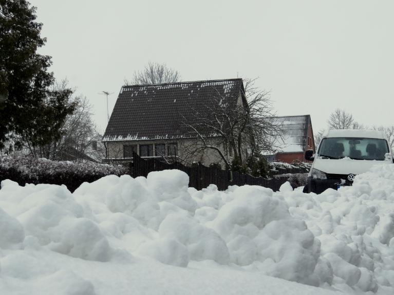 Pirmdienas pēcpusdienā sniega segas biezums ap 18 cm