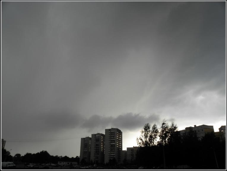 Autors: gubumākonis. Negaiss Rīgā 27.07. Varbūt redzams arī virpulītis?