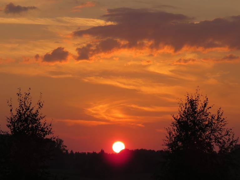 Krāsainais 12. septembra saulriets