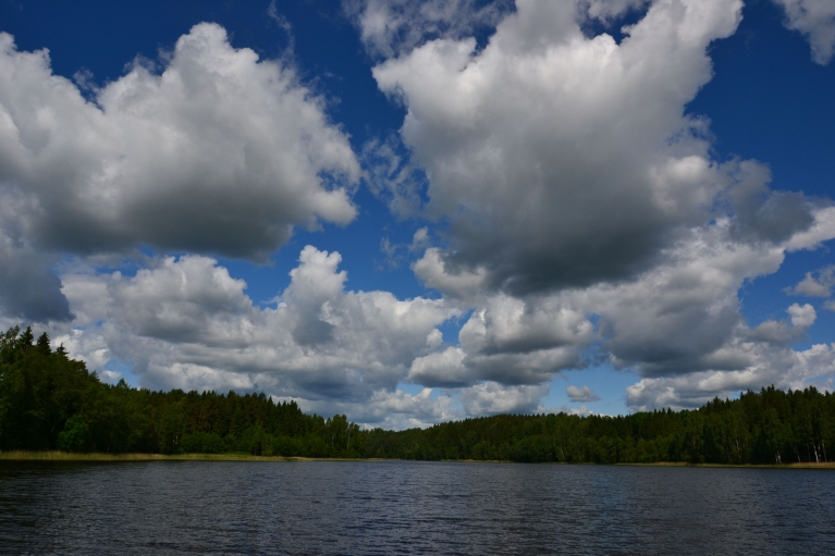 Nākošajā dienā, 17. jūnijā, jau kārtīgāk tiek iepazīta apkārtne. Šeit - Raipala ezers, kuru līdz 20. gs. sākumam uzskatīta par dziļāko Latvijā (35 m).