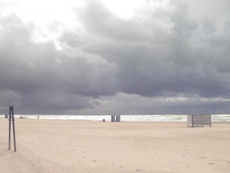 Sireālisms ar dabas noskaņām.. jeb spēle ar jūru..